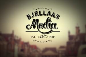 Om firma, logo med bakgrunn av Bjellaas Media