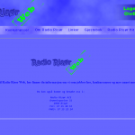 Websidens forside, med en liten velkomstinformasjon. Denne siden ble laget i 2002, derav en noe eksprementalt design, og et noe upassende fargebruk. Noe vanskelig å lese mørk blå farge, på en noe lysere blå bakgrunn.