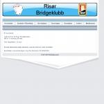 Forsiden til Risør Bridgeklubb. Her med et enkelt design. Toppbilde inneholder logoen til brideklubben, navnet og norges bridgeklubbforbunds logo. Dette er en velkomstside for nettstedet.